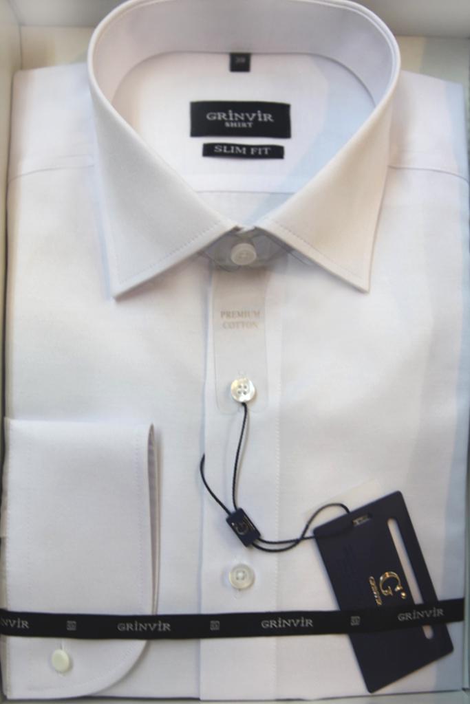 Великолепная мужская сорочка под запонки.Сатиновое плетение нитей придает благородный блеск и богатый отлив